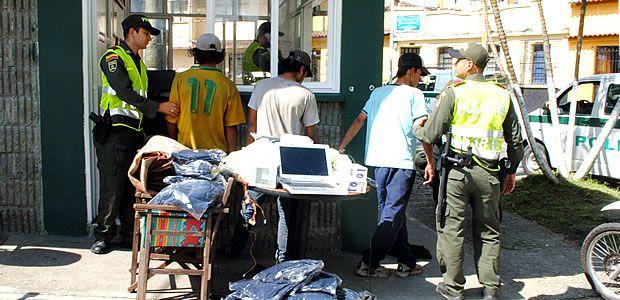 Policía capturó a tres personas que acababan de cometer un hurto en el centro de Pereira