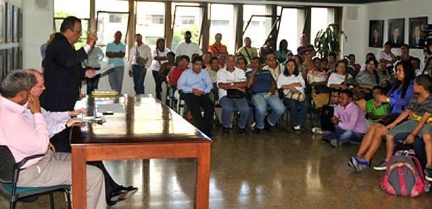 Gobierno departamental del Valle atiende problemática educativa