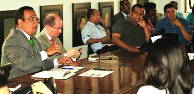 Mesa de diálogo entre Gobierno del Valle y educadores
