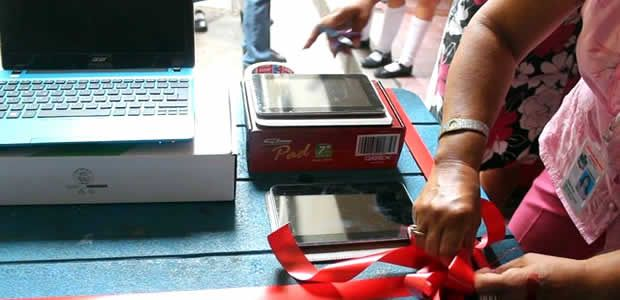 190 computadores portátiles entregó la administración de Cartago donados por el Gobierno nacional