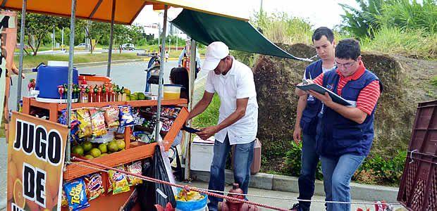 Secretaría de Salud censó y vigiló el comportamiento de los vendedores ambulantes de alimentos en las ciclovías dominicales de Armenia