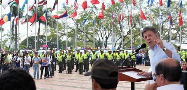 Presidente Santos entrega equipos a la policía y propone implementar campañas de cultura ciudadana