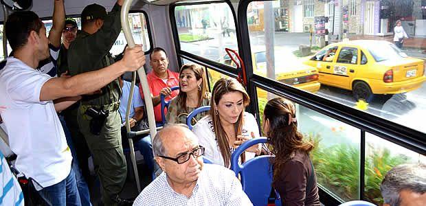 Alcaldesa de Armenia se subió al bus para darle un respiro al medio ambiente