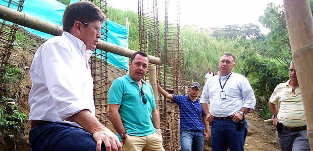 Director de la UNGRD visitó las obras de mitigación en la vía que de Armenia conduce a Calarcá