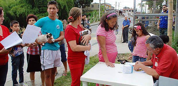 Brigada cívico-militar Armenia solidaria en el barrio La Adíela