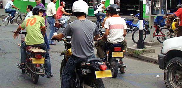 Sanción a partir de hoy a quien transporte en su moto pasajero hombre en Cartago