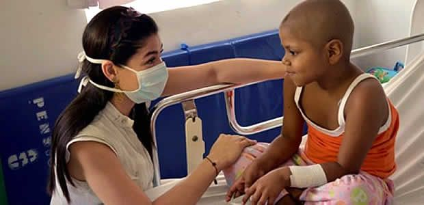 Recaudo por entradas a la exposición del diseñador Carlos Arturo Zapata se destinará a los niños enfermos de cáncer del HUV