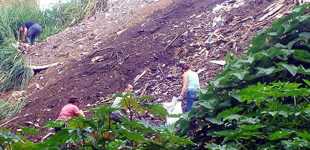 En Armenia avanza limpieza de quebradas por parte de planeación municipal