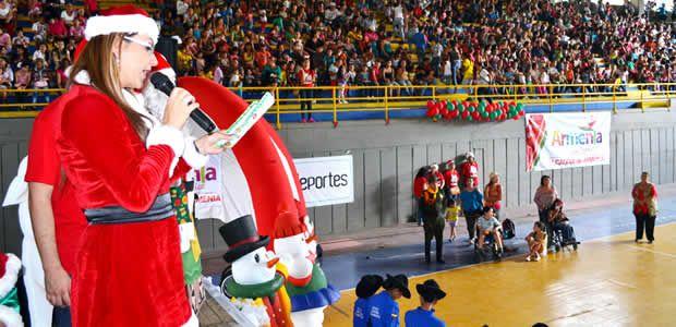 Miles de niños y niñas de la comuna 1 celebraron con la Alcaldesa el primer día de la novena de navidad