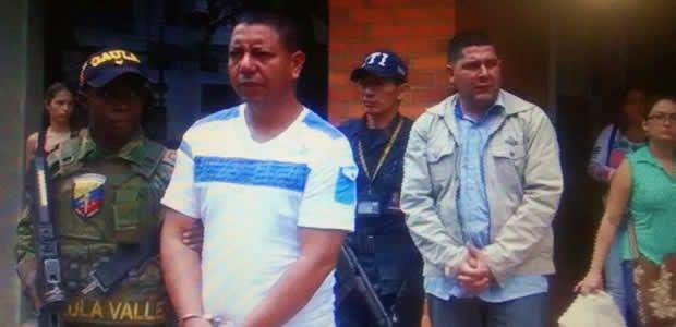 Aseguran a dos policías por supuesto homicidio en Cartago