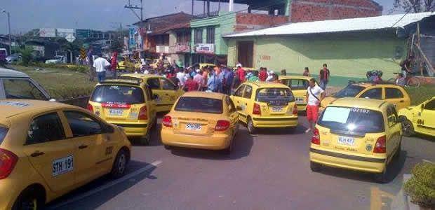 De nuevo los taxistas de Cartago bloquearon la doble calzada