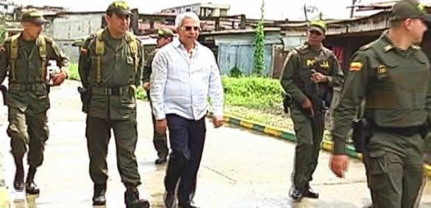 Gobernador (e) del Valle recorrió en compañía de la Policía nacional barrio Viento libre en Buenaventura