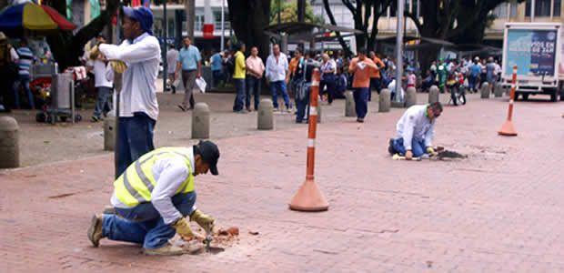 Comenzó la adecuación de los adoquines de la plaza de Bolívar de Pereira