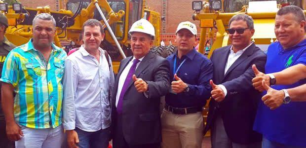 Ubeimar Delgado entregó maquinaria para 21 municipios del Valle del Cauca