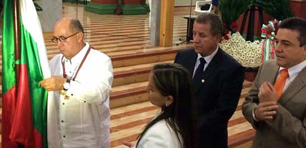 Ubeimar Delgado fue condecorado con la cruz de fundadores en los 104 años de Caicedonia