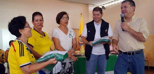 Secretaría de Desarrollo Social entregó ayudas en Santuario
