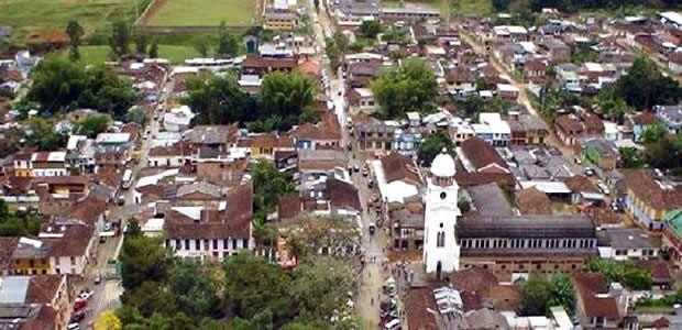 Gobernador del Valle posesionó Alcalde encargado de Calima El Darién