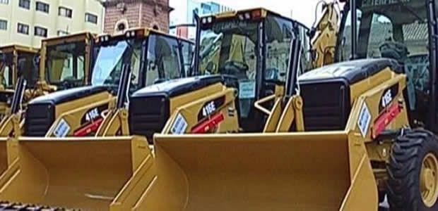 Gobernador del Valle entregó maquinaria a 20 municipios en la Plazoleta San Francisco