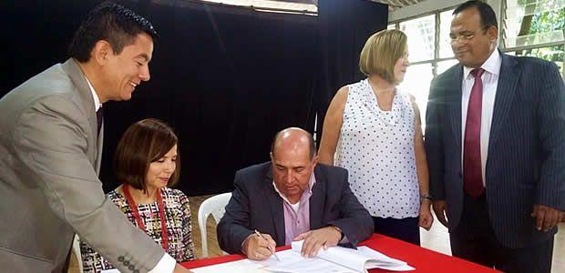 Gobernador del Valle firmó convenio con Incolballet por $2.227 millones