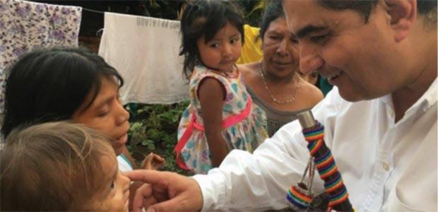 Padre Carlos Eduardo Osorio, Gobernador del Quindío, visita resguardo Embera en Córdoba