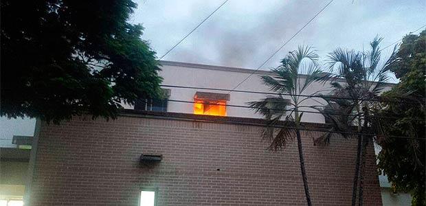 Investigan causas del incendio en hospital de Cartago