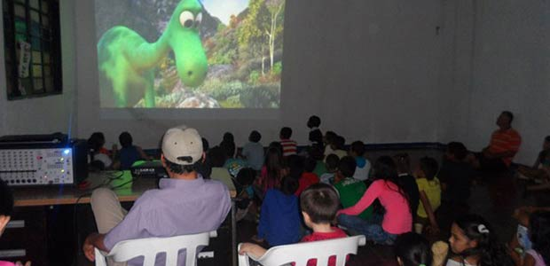 Dirección de cultura y turismo de Cartago lleva cine infantil a la comuna siete