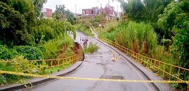 Cierre total en el puente que comunica a La Fachada con jardín de La Fachada en Armenia