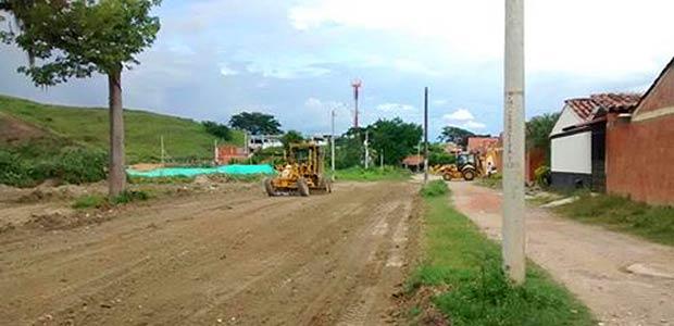 Se recuperan vías y espacios públicos con maquinaria pesada en Cartago