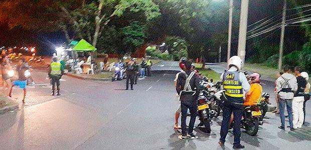 103 comparendos impusieron Setta en Armenia durante control nocturno a motocicletas