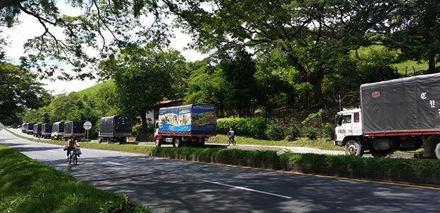 Protesta de camioneros se toman la vía Cartago – Pereira