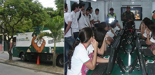 Bus interactivo de la Policía antinarcóticos en Cartago