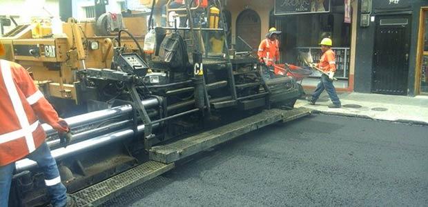Continúa mejoramiento de la malla vial en Cartago al instalar sobrecarpeta asfáltica