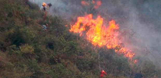 Gobernadora del Valle pide evitar quemas en zonas de riesgo de incendios