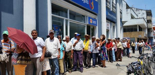 Reportan listado de adultos mayores de Cartago bloqueados por diferentes causales