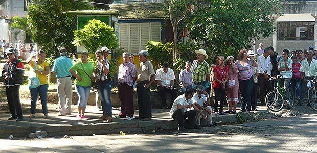 En Cartago adultos mayores se actualizan en la base de datos para no perder el subsidio