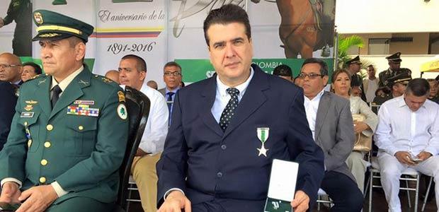 Alcalde de Cartago recibe reconocimiento de la Policía nacional