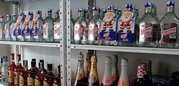 Autoridades del Quindío inspeccionan calidad del licor que se comercializa en navidad