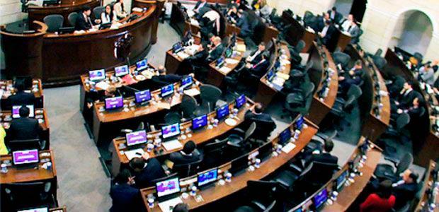 Avalan referendo para bajar salario de congresistas