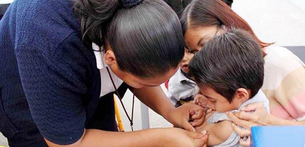 Padres de familia, atentos al monitoreo de vacunación que recorre la ciudad de Armenia
