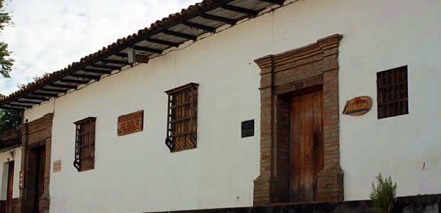 Por grave deterioro en su estructura, ordenan desalojo inmediato de Casa de la cultura de Cartago