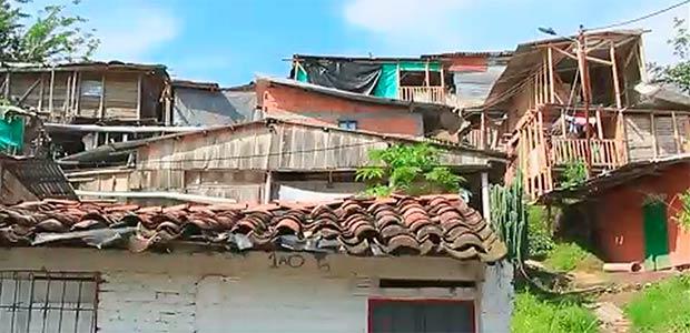 Autoridades ordenan demolición de vivienda en Cartago que podría ocasionar una tragedia