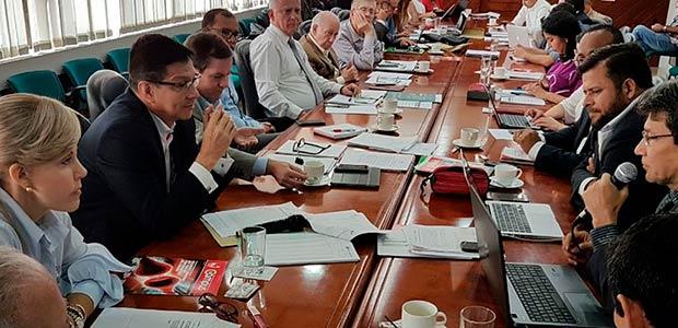 Gobernadora del Valle rechazó amenazas e intimidaciones contra rector de Univalle
