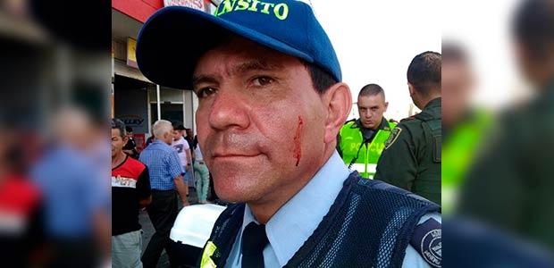 En el centro de Pereira, agredido guarda de tránsito
