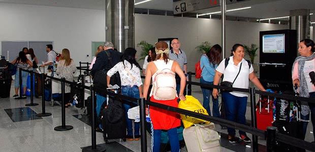 Histórico para el Valle, 2500 pasajeros estrenaron nuevo muelle internacional del Bonilla Aragón
