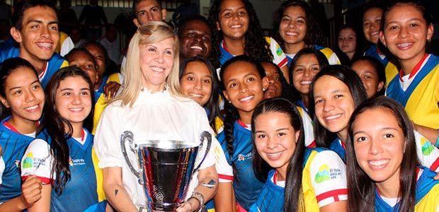 Gobernadora del Valle exaltó a campeones nacionales de Supérate