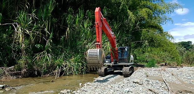 En Quindío se interviene afluente entre río verde y barragán para evitar que siga socavando la vía