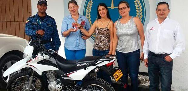 Alcaldía de Cartago entregó motocicleta al centro penitenciario y carcelario local