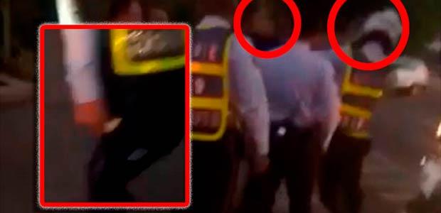 Paramédicos de ambulancia enfrentados a agentes de tránsito