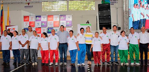 Más de mil adultos mayores de Cartago recibieron indumentaria deportiva