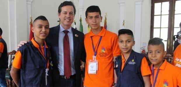 Reciben a niños Cartagüeños afectados por el Conflicto Armado en el Congreso
